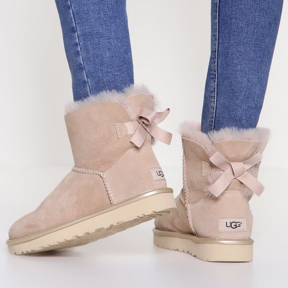 5ba2b9ac663 Ugg mini Bailey bow II Metallic NWT